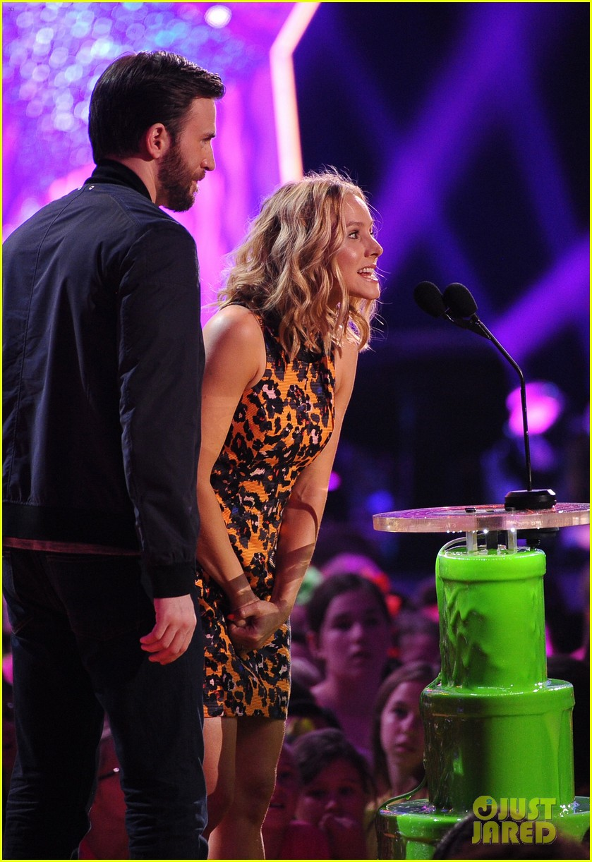 chris evans kristen bell present at kids choice awards 2014 063081354