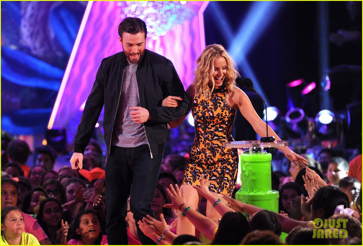 chris evans kristen bell present at kids choice awards 2014 083081356