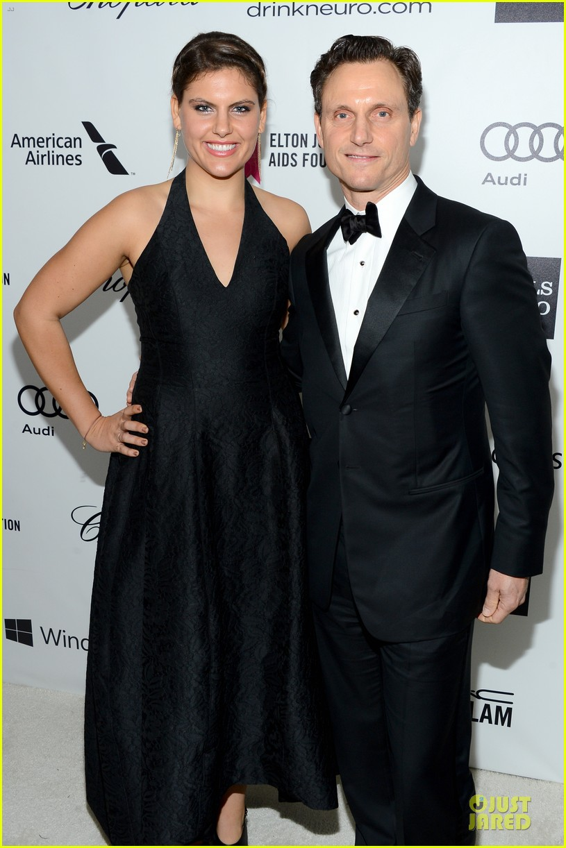 bellamy young tony goldwyn are scandalous at elton john oscars party 2014 043065101