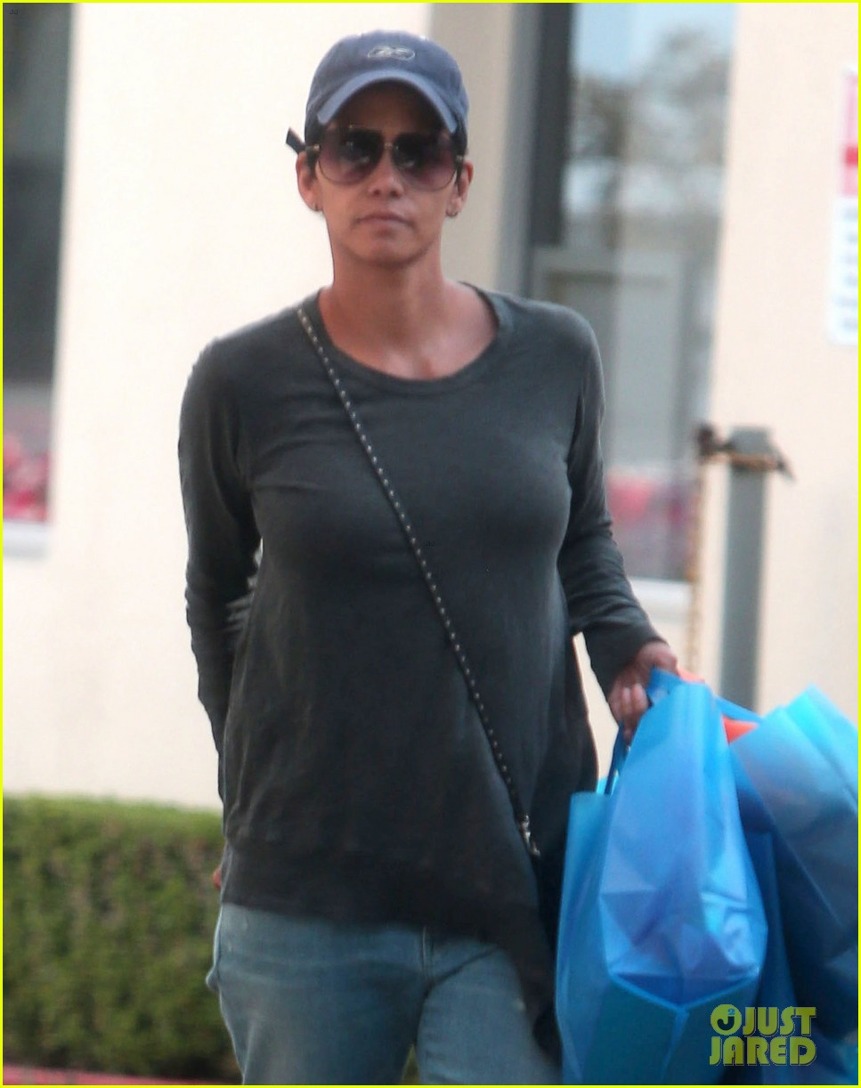 halle berry sued by homeless woman 063077710