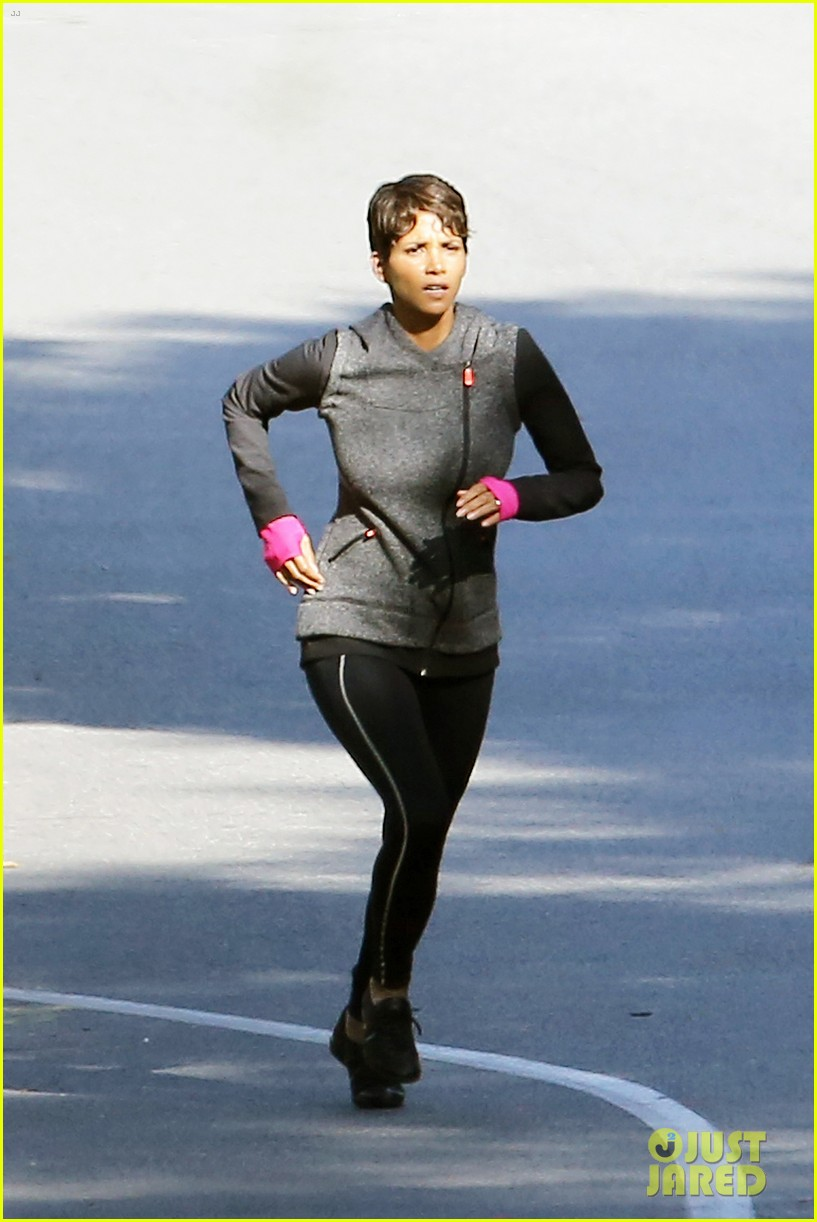halle berry working out motivation 053075739