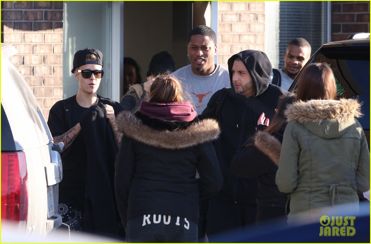 justin bieber works hard at the studio was there over 24 hours 053074046