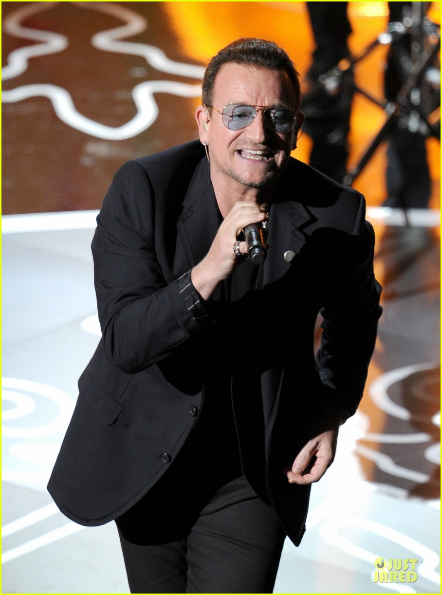 bono u2 performs ordinary love at oscars 2014 video 023064119