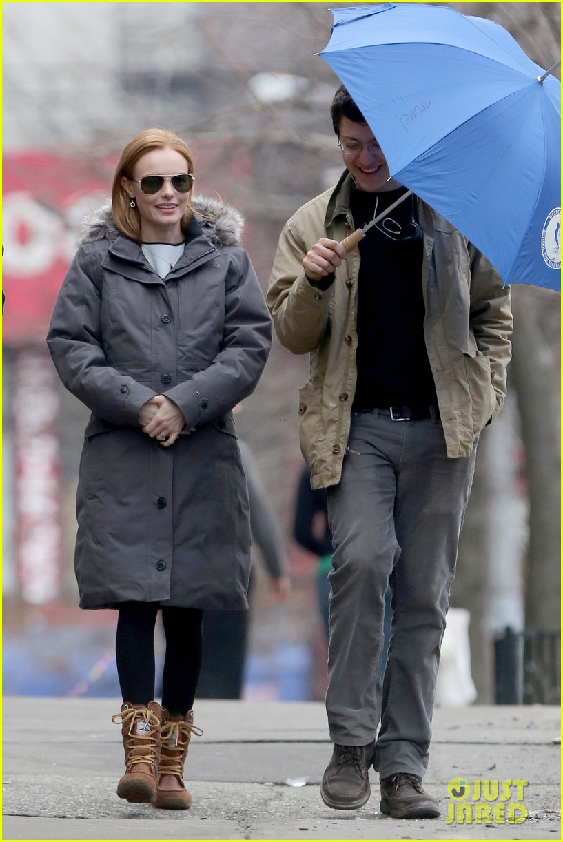 kate bosworth julianne moore dont let the freezing weather stop them on still alice set 14