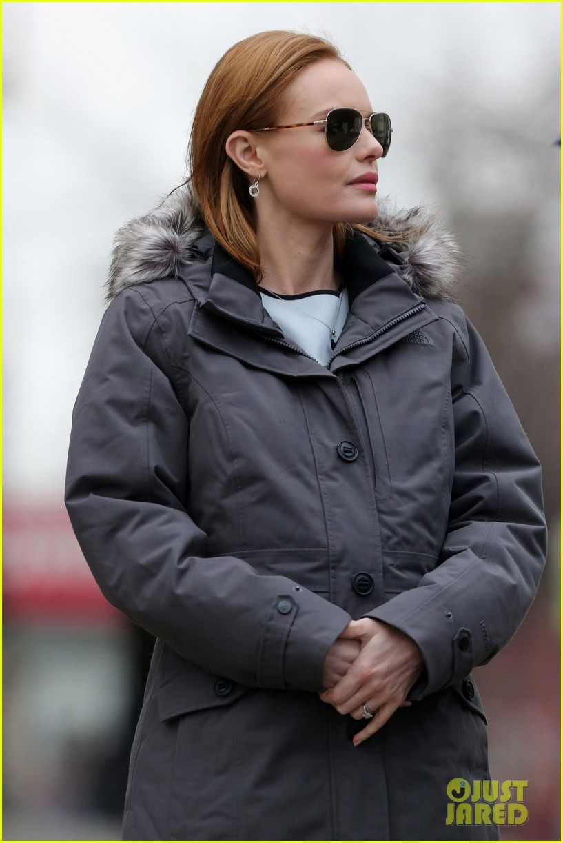 kate bosworth julianne moore dont let the freezing weather stop them on still alice set 16