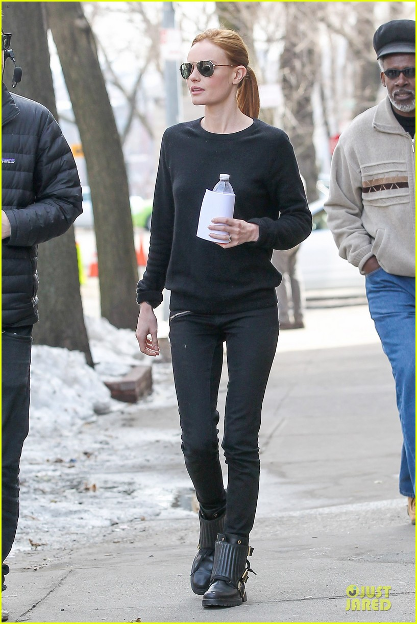 kate bosworth hides her water on still alice set 193069970
