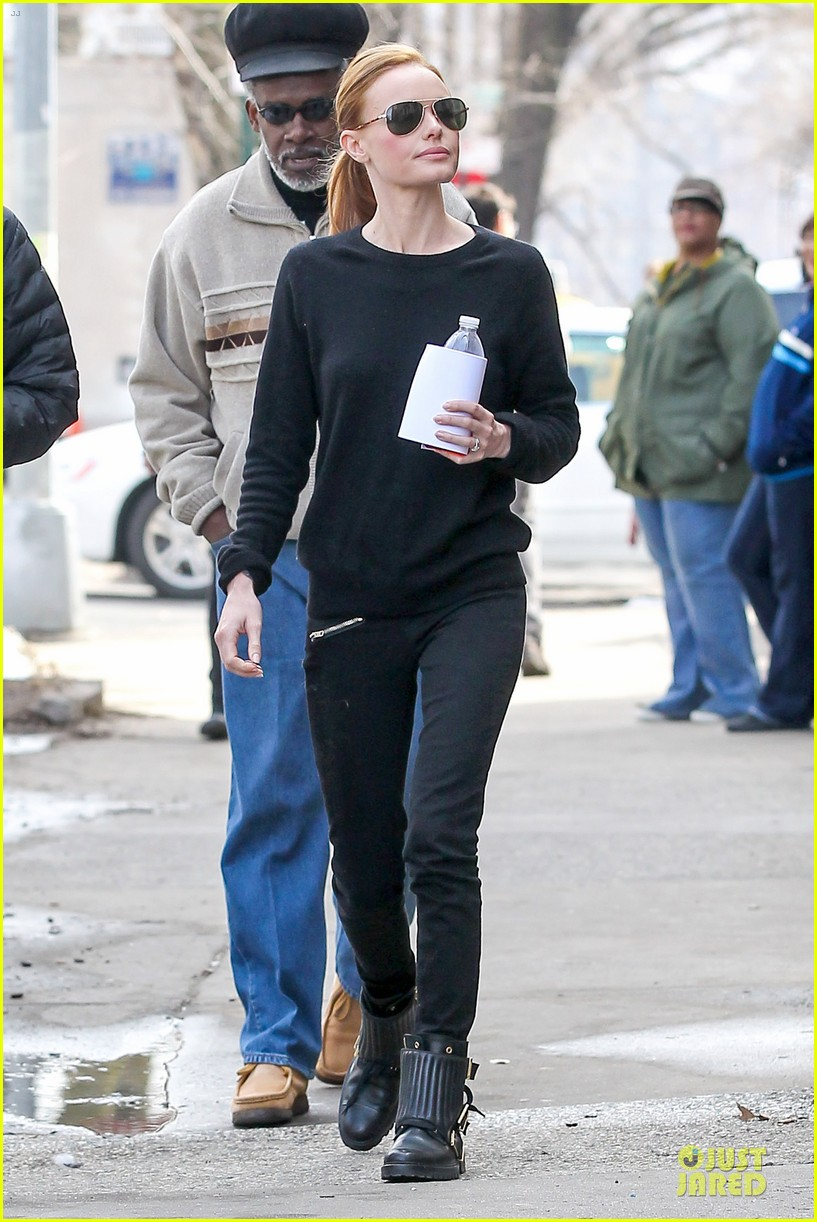 kate bosworth hides her water on still alice set 21
