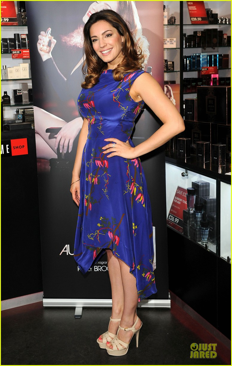 kelly brook audition perfume launch 07