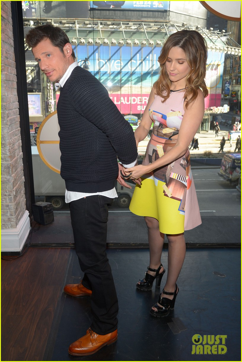 sophia bush nicky lachey reminisce about kissing on big morning buzz live 14