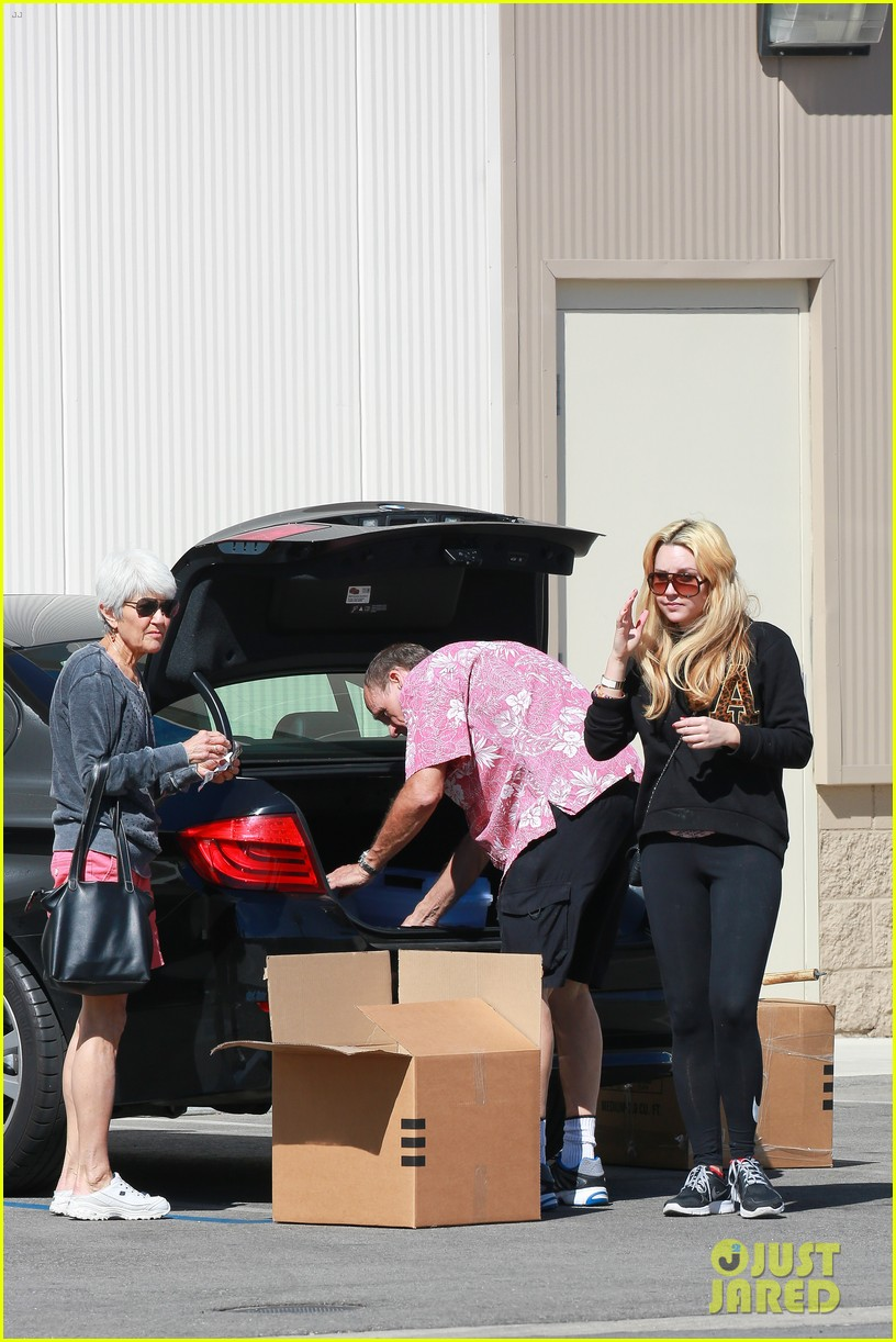 amanda bynes her parents pack up boxes at storage facility 183069040