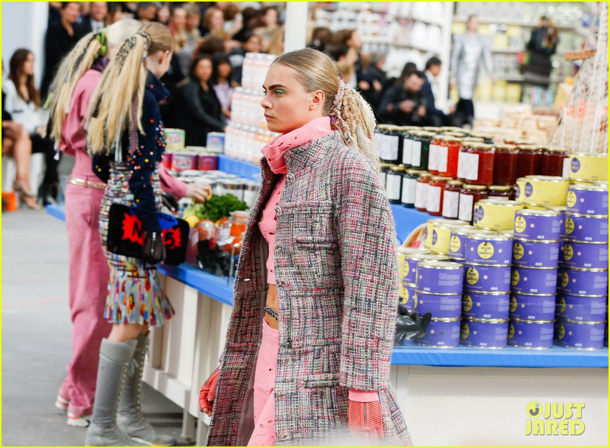cara delevingne kendall jenner walk supermarket inspired runway at chanel show 023065982