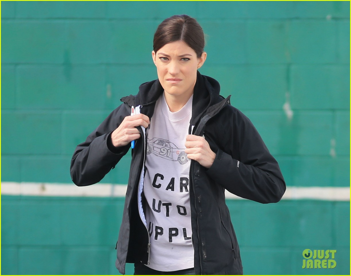 jennifer carpenter finishes up filming sea of fire in canada 08