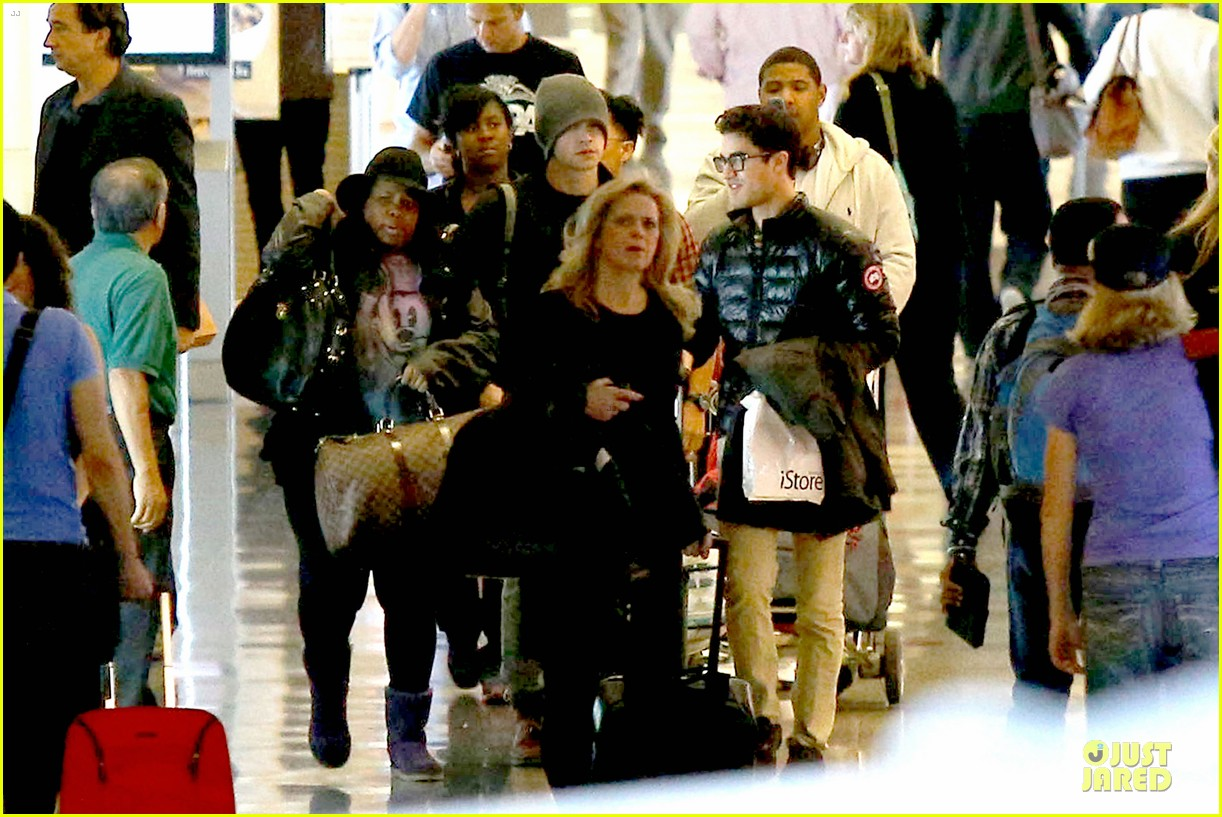 chord overstreet give amber riley jacket to stay warm 24