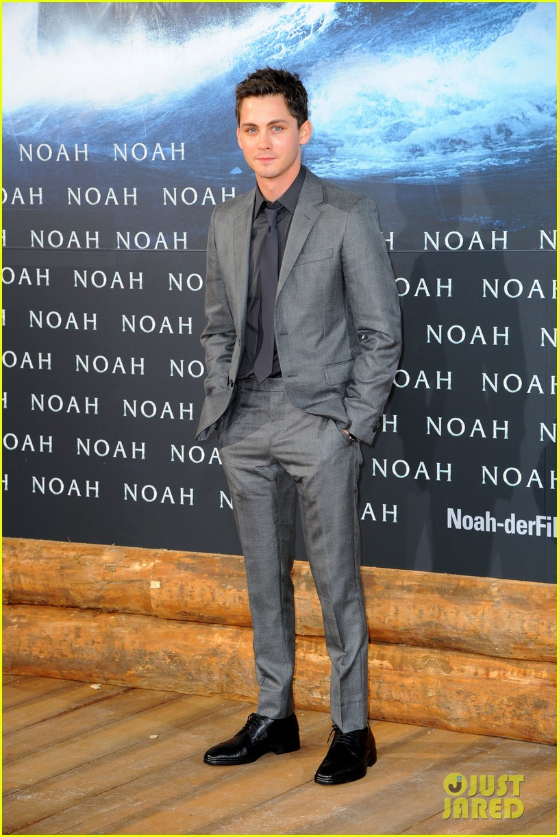 jennifer connelly douglas booth noah premiere in berlin 143071327