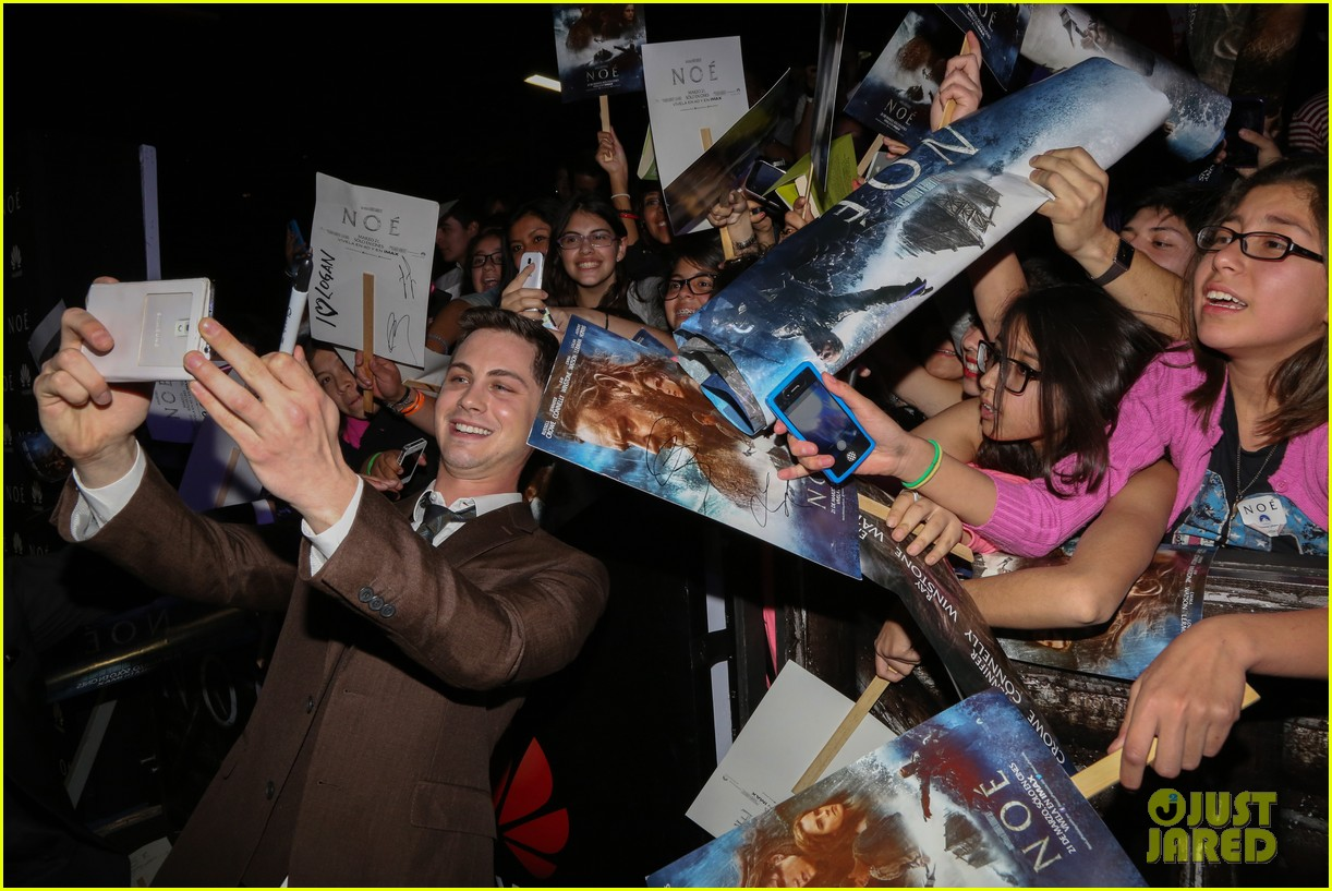 jennifer connelly logan lerman noah premiere in mexico 083069839