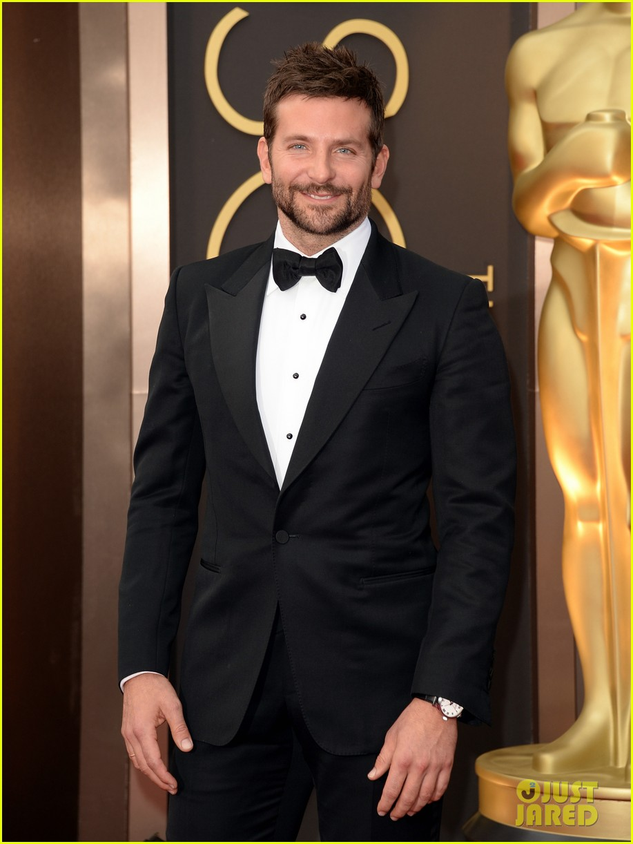 bradley cooper oscars 2014 red carpet 033063909