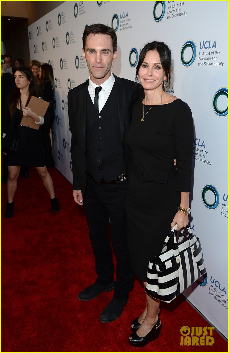 courteney cox boyfriend johnny mcdaid look so in love 053076808