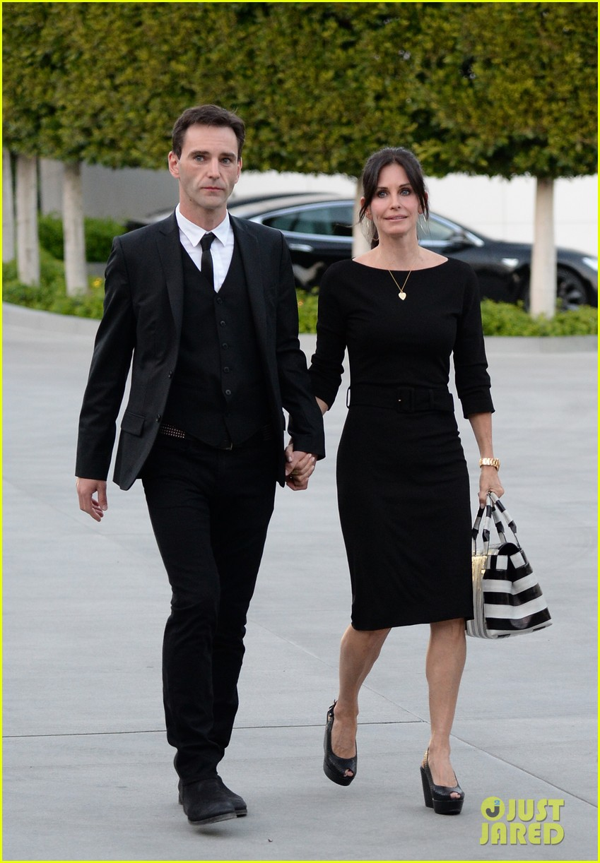 courteney cox boyfriend johnny mcdaid look so in love 22