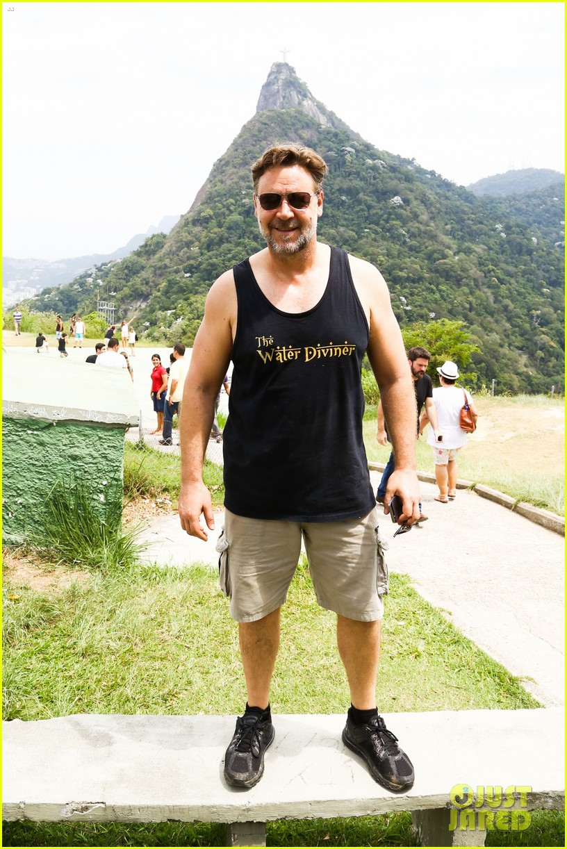 russell crowe opens up about his meeting with pope francis 19