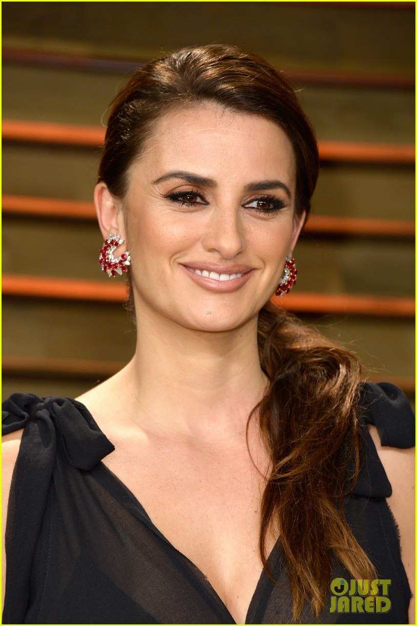 penelope cruz gets mistaken for salma hayek at oscars 2014 02