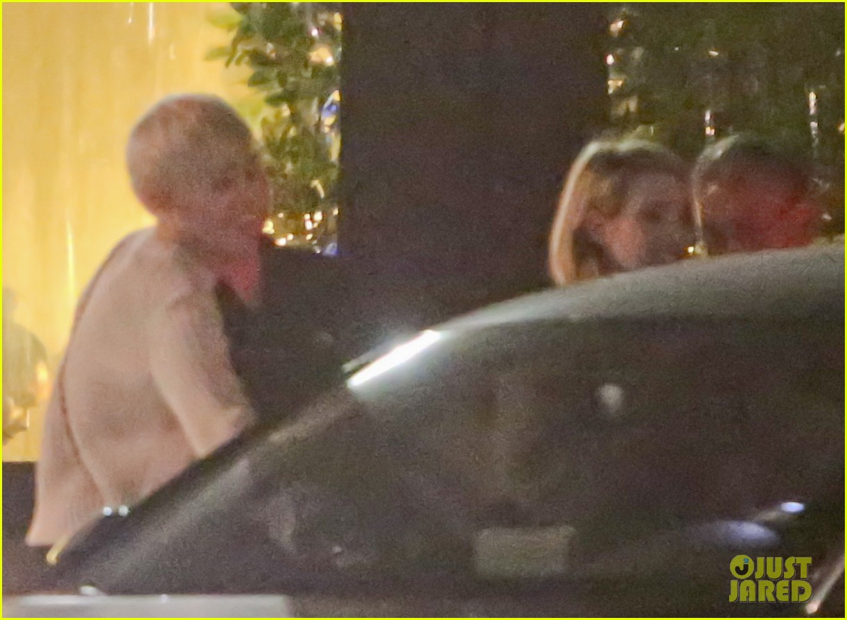 miley cyrus emma roberts have dinner together 063079660