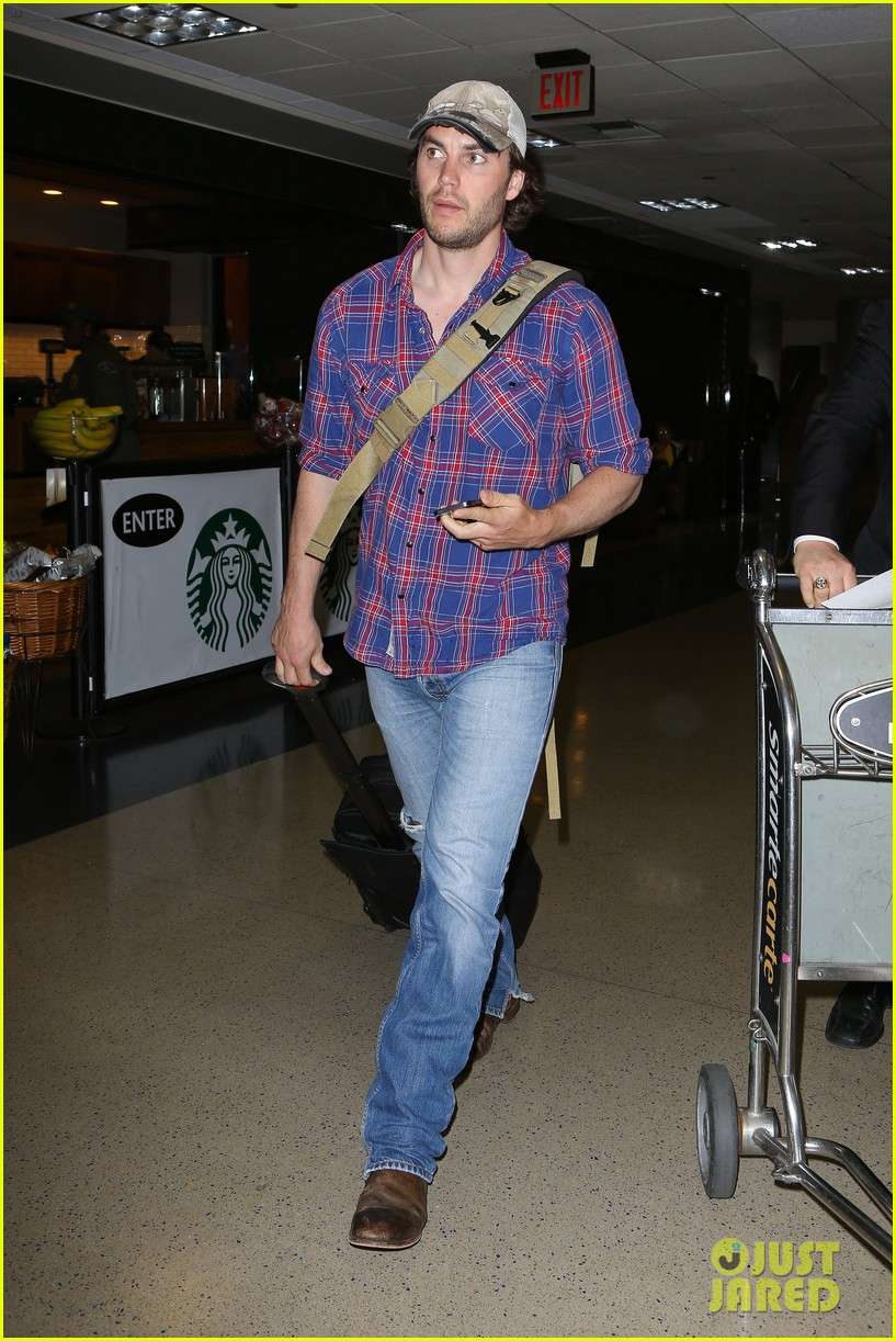 brooklyn decker taylor kitsch battleship reunion lax 11