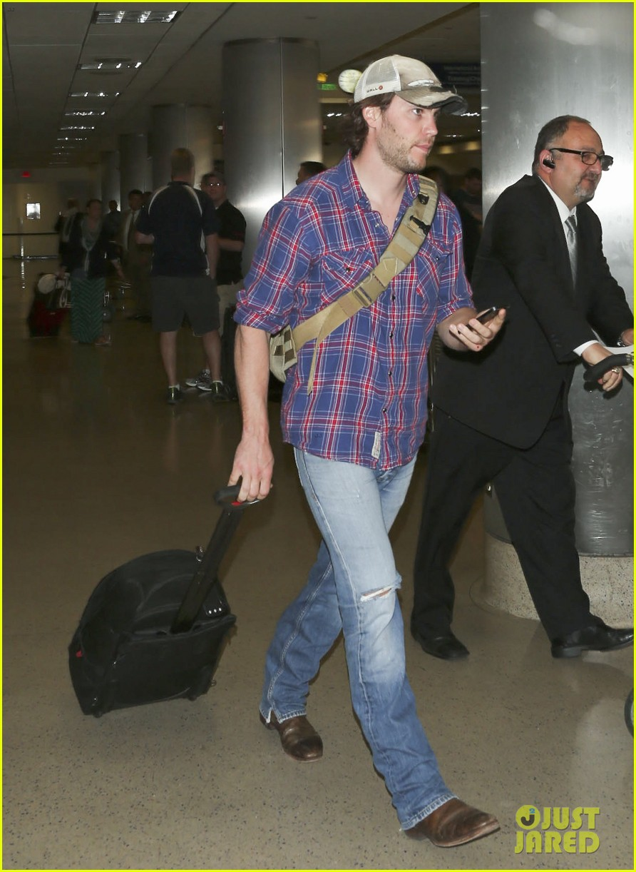 brooklyn decker taylor kitsch battleship reunion lax 273073659