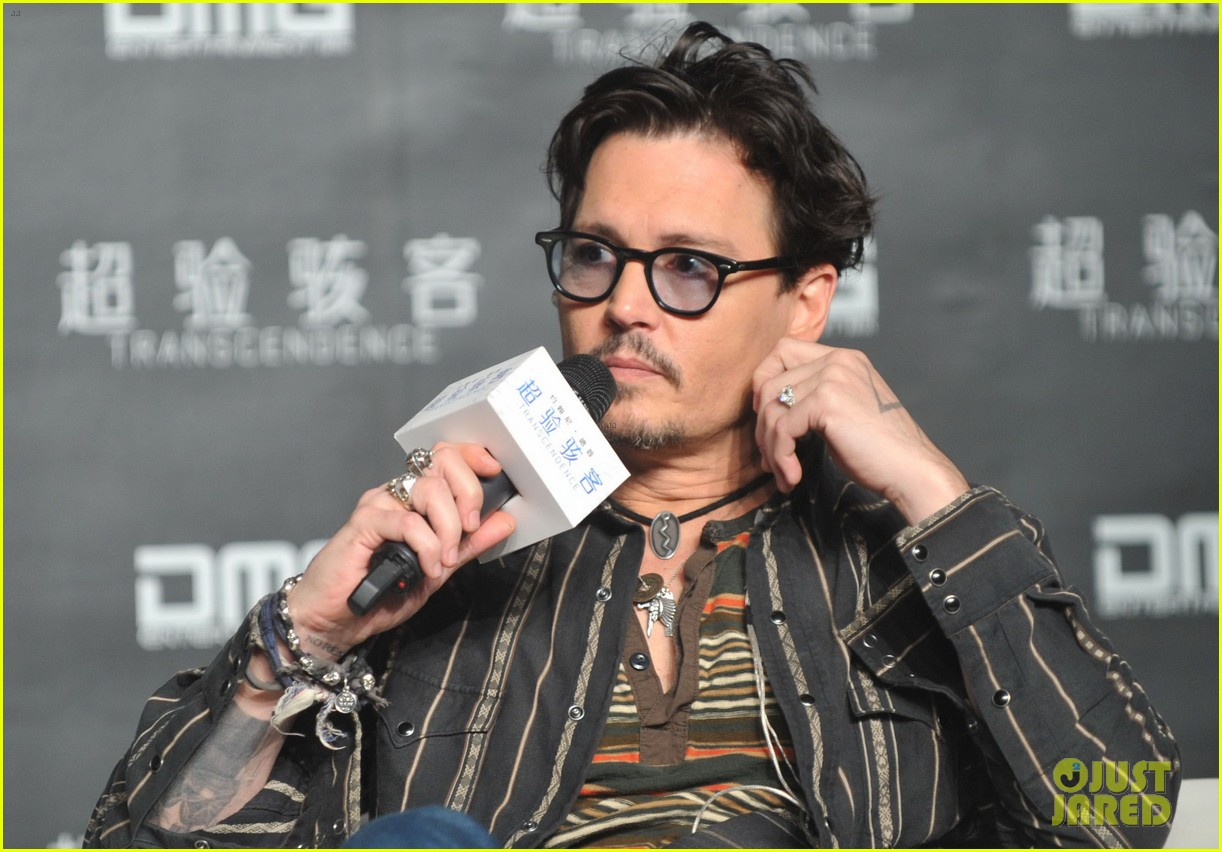 johnny depp confirms engagement chick ring 02