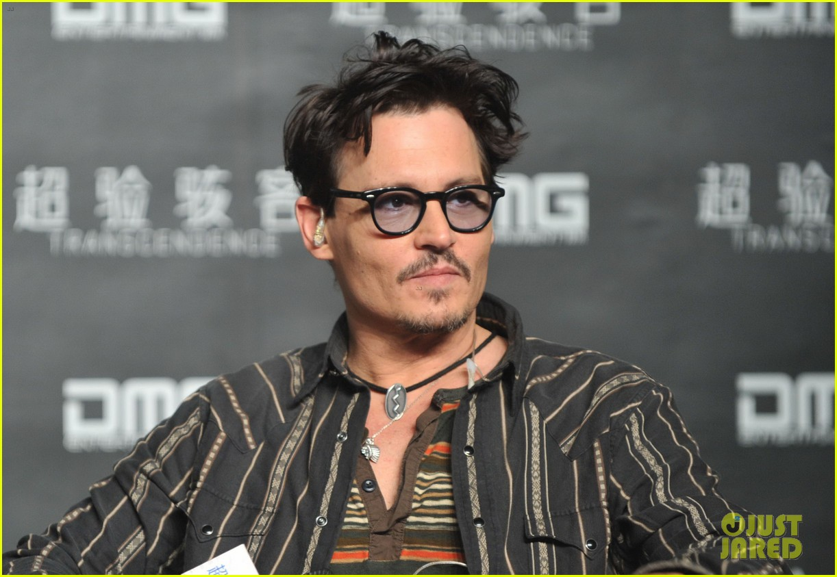 johnny depp confirms engagement chick ring 073082195