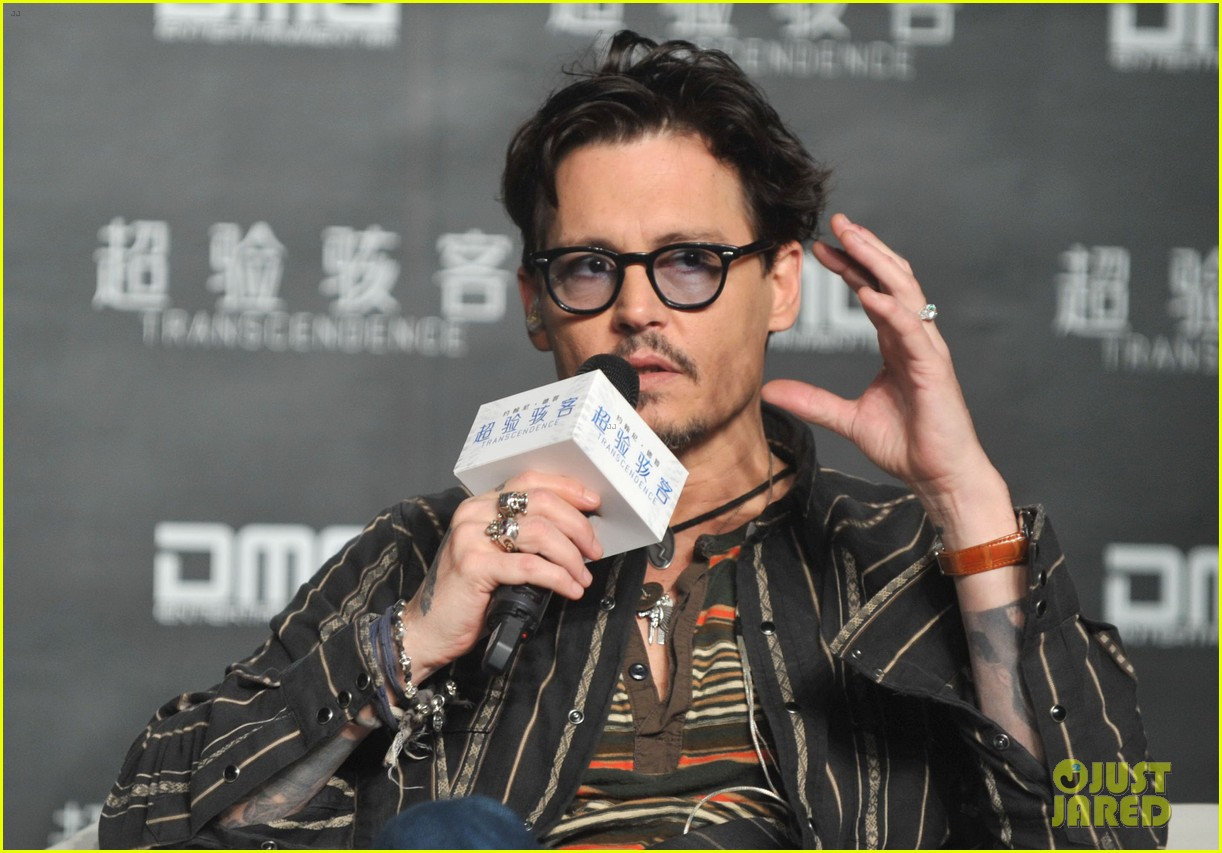 johnny depp confirms engagement chick ring 083082196