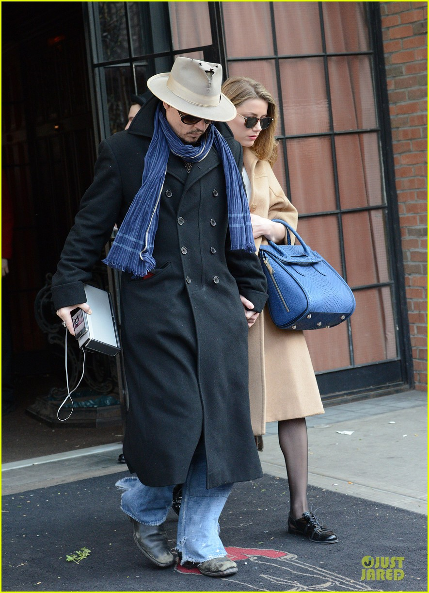 johnny depp amber heard hold on tight in nyc 05