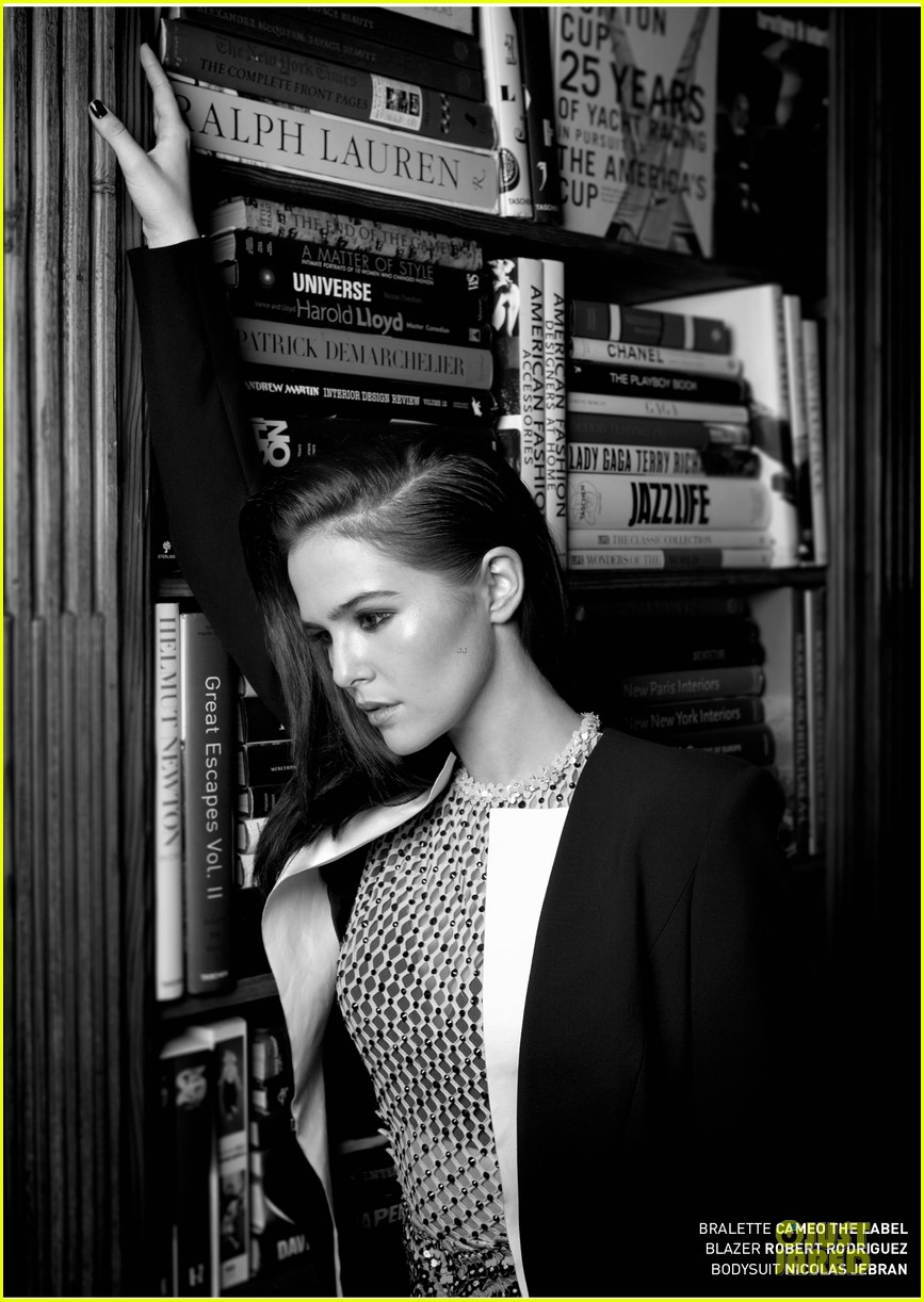 zoey deutch praises sandra bullock in bello 033072547