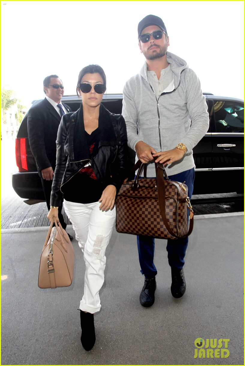 scott disick leaves little to the imagination 013077267