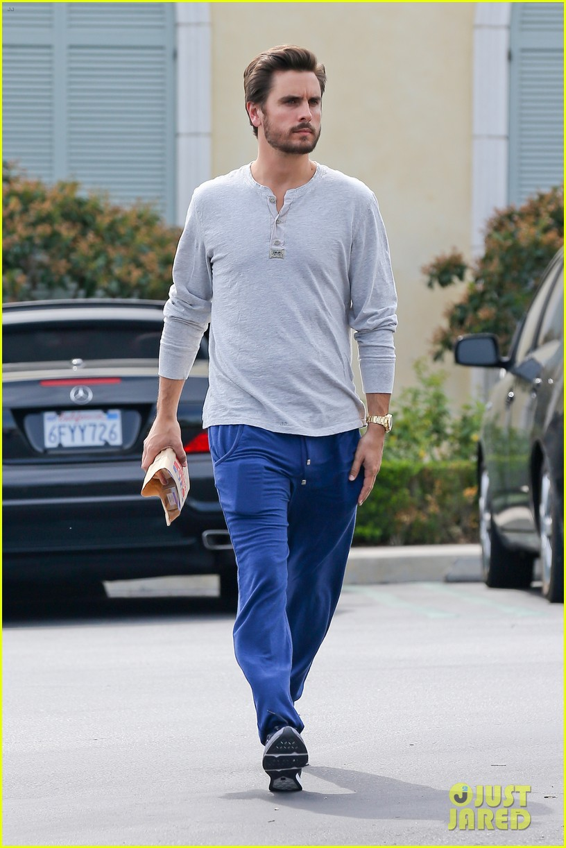 scott disick leaves little to the imagination 07