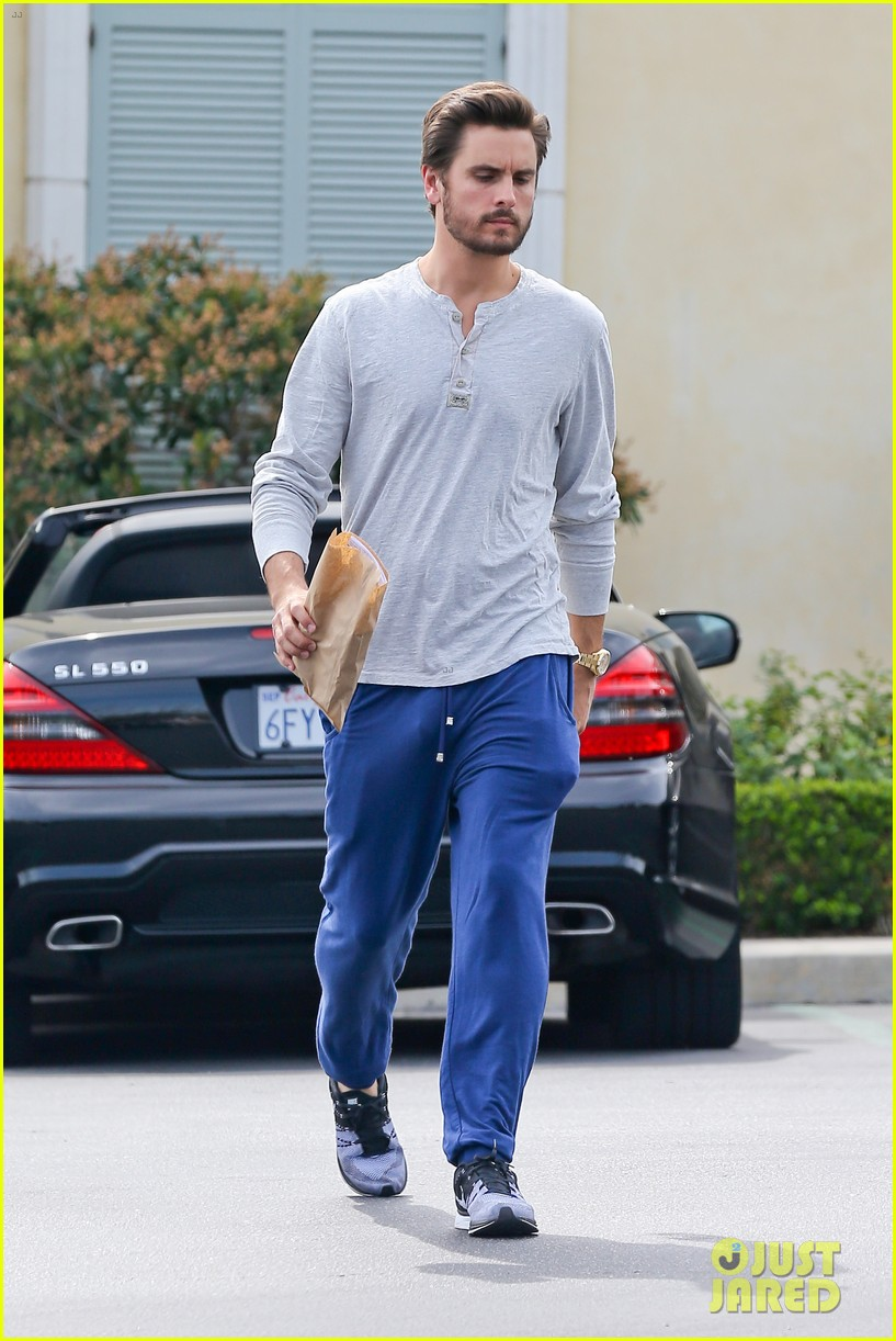 scott disick leaves little to the imagination 08