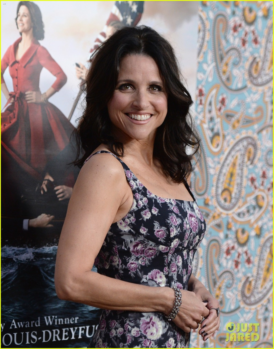 julia louis dreyfus celebrates the season three premiere of veep 16