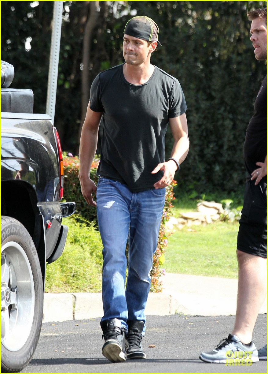 josh duhamel macho man with furniture loading 01