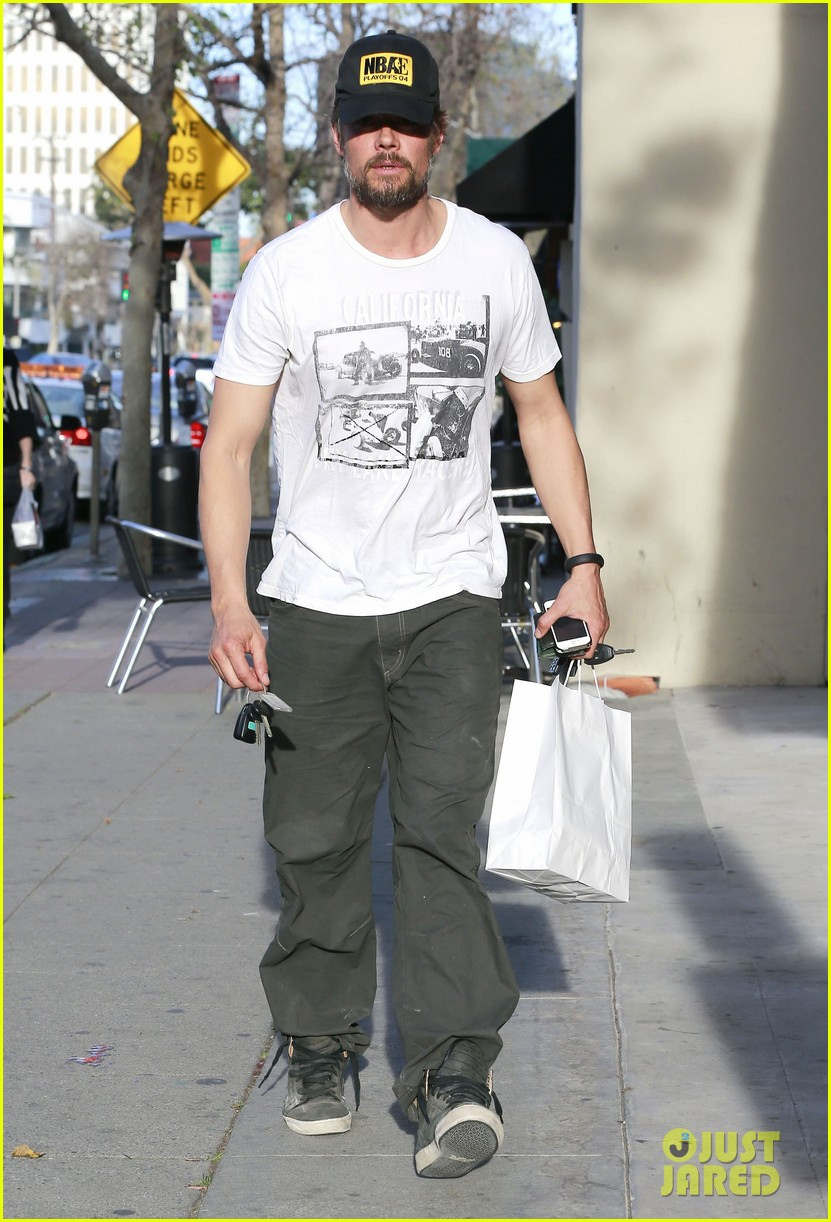 josh duhamel shows off his scruffy beard during shopping trip with fergie 073068764