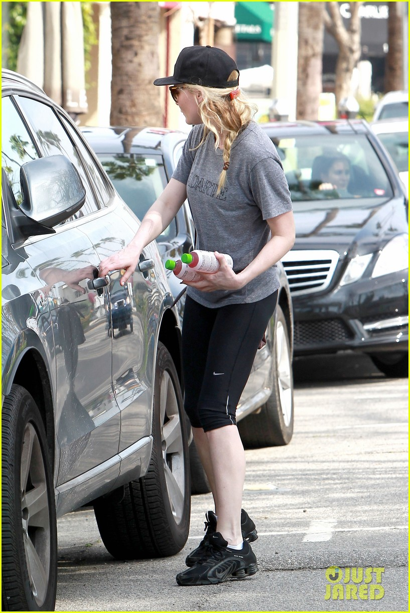 kirsten dunst garrett hedlund date night at the lakers 123066444