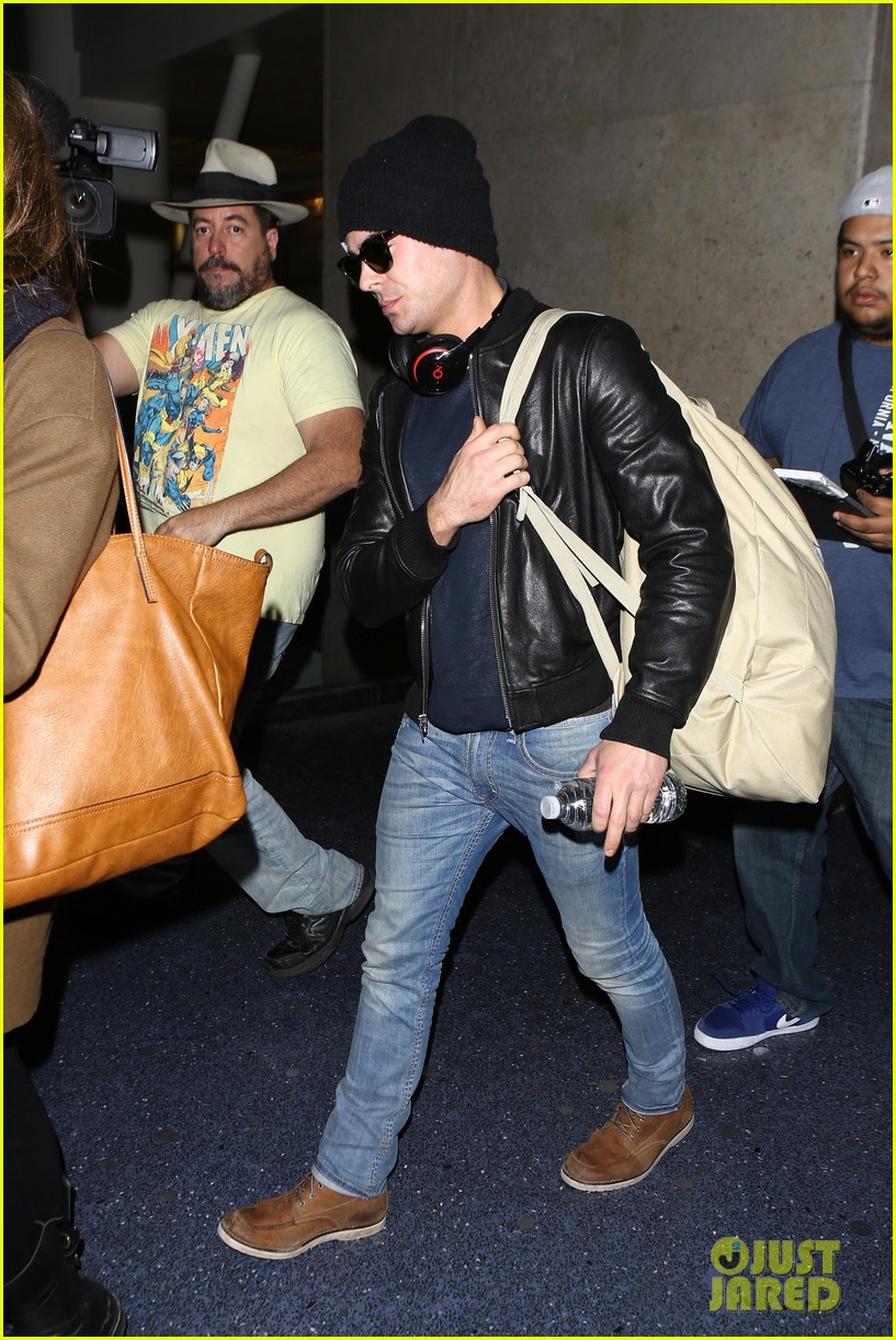 zac efron ashton kutcher fly out of austin after sxsw 23