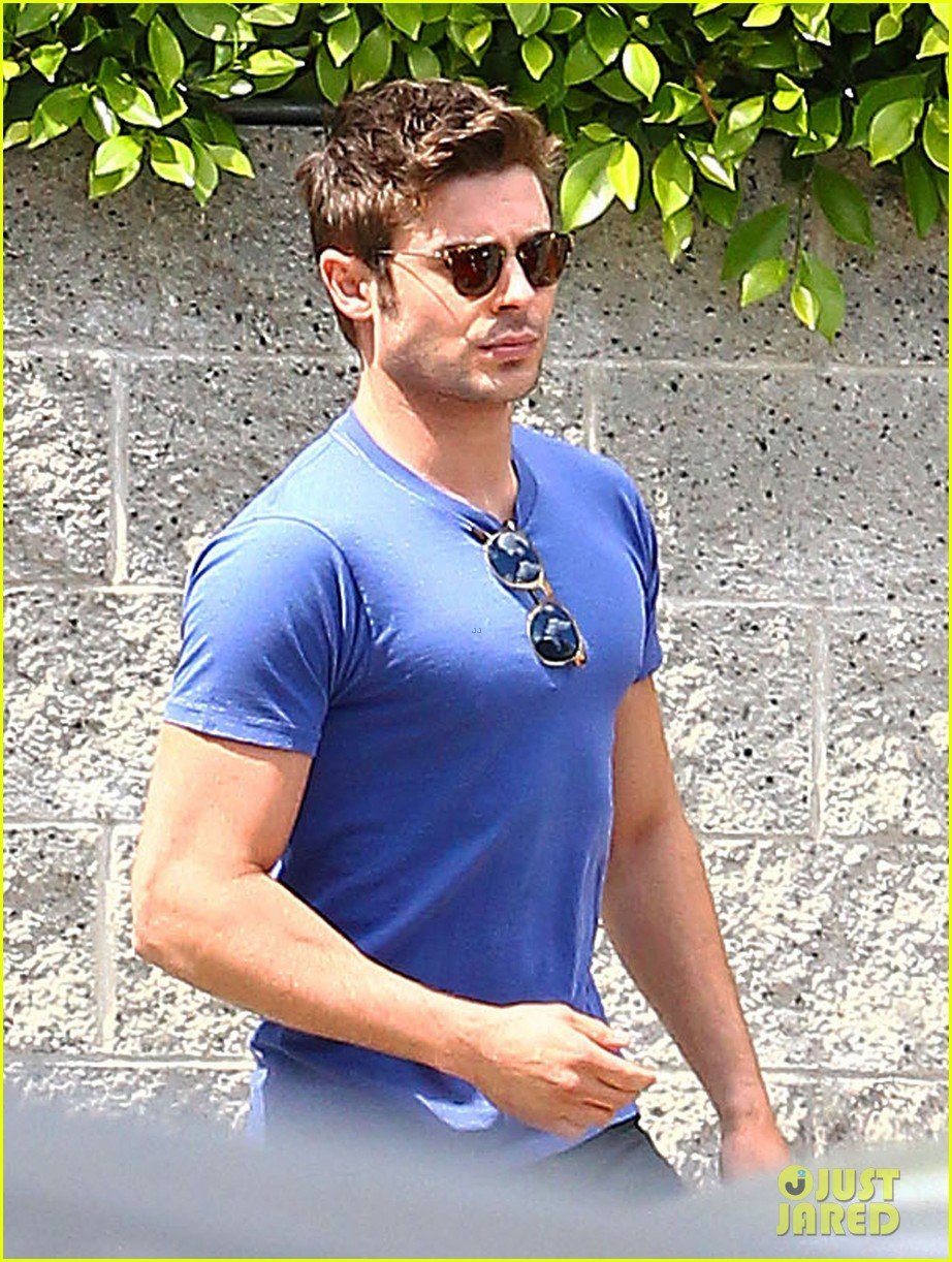 zac efron tight blue shirt 01