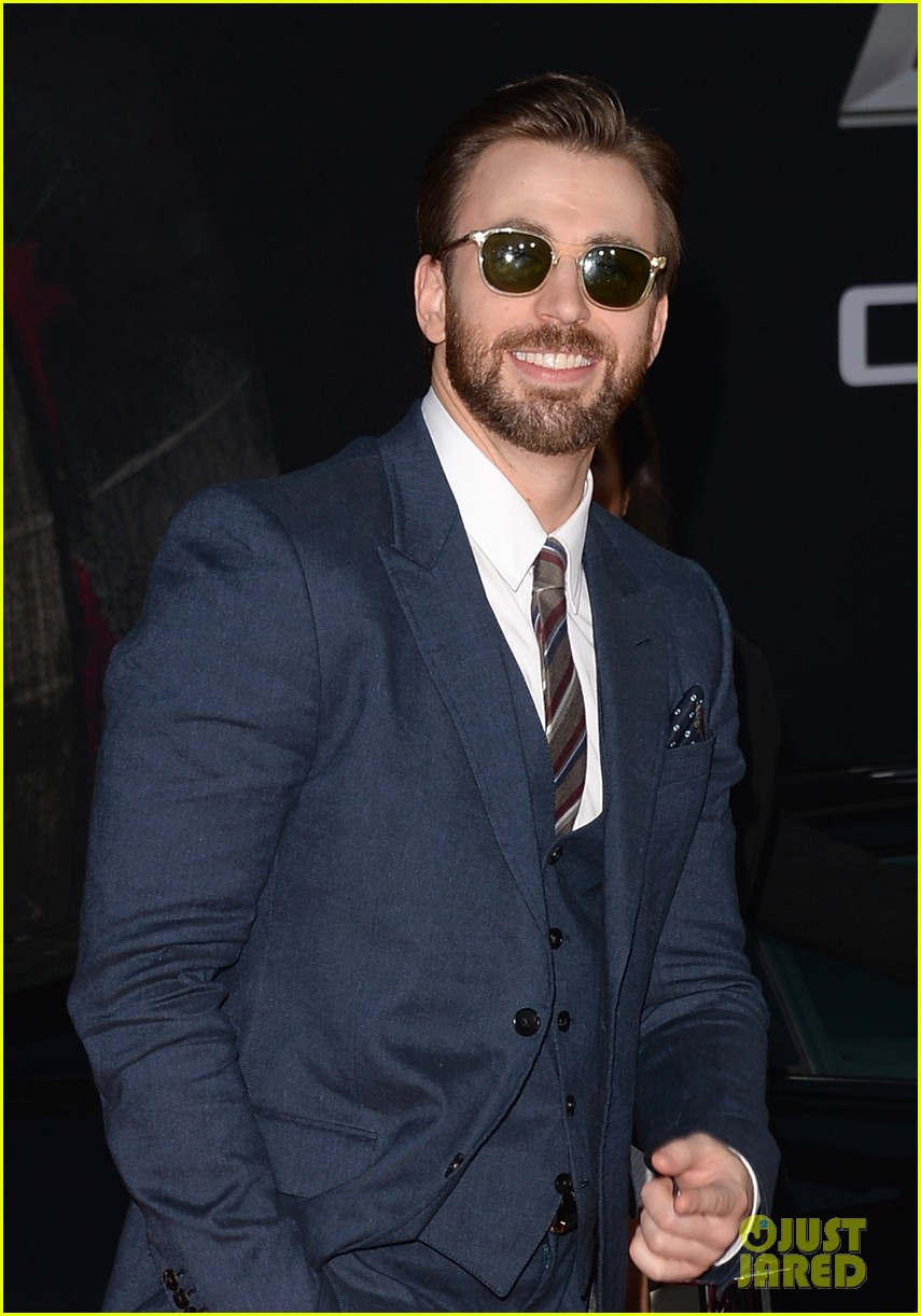 chris evans emily vancamp captain america premiere 01
