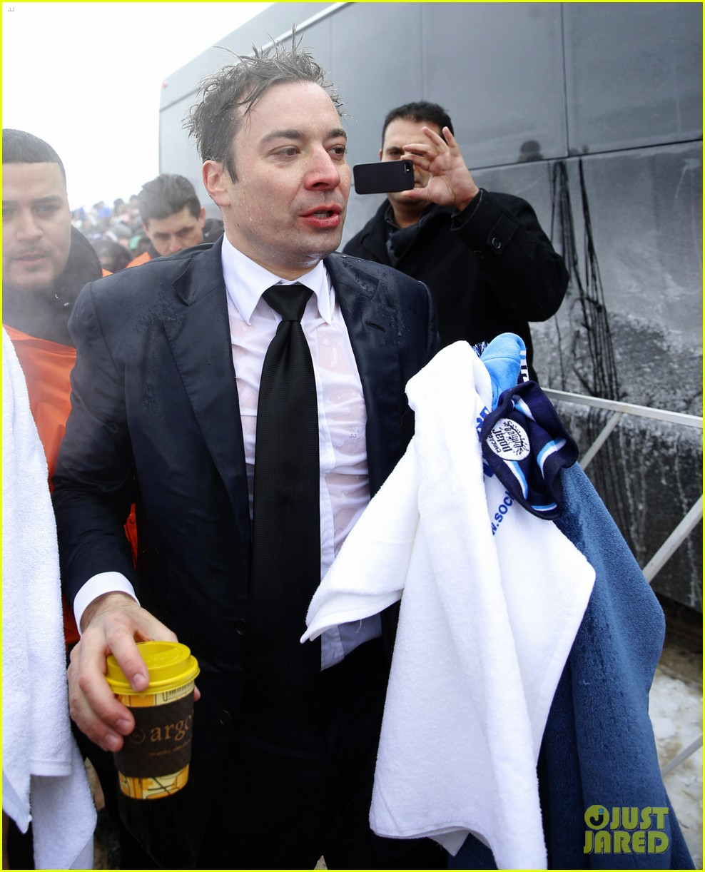 jimmy fallon takes the polar plunge in chicago 063065823