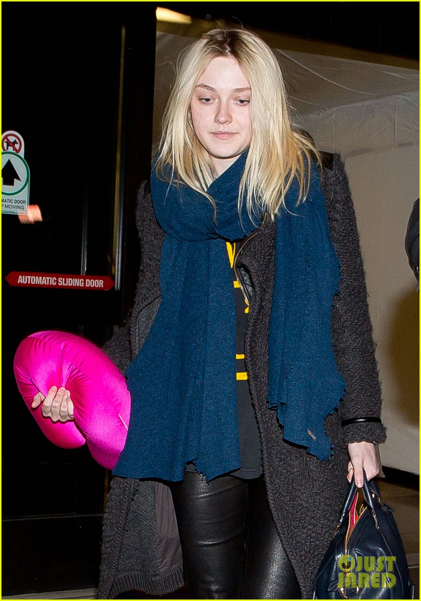 dakota elle fanning are chic sisters on separate continents 02