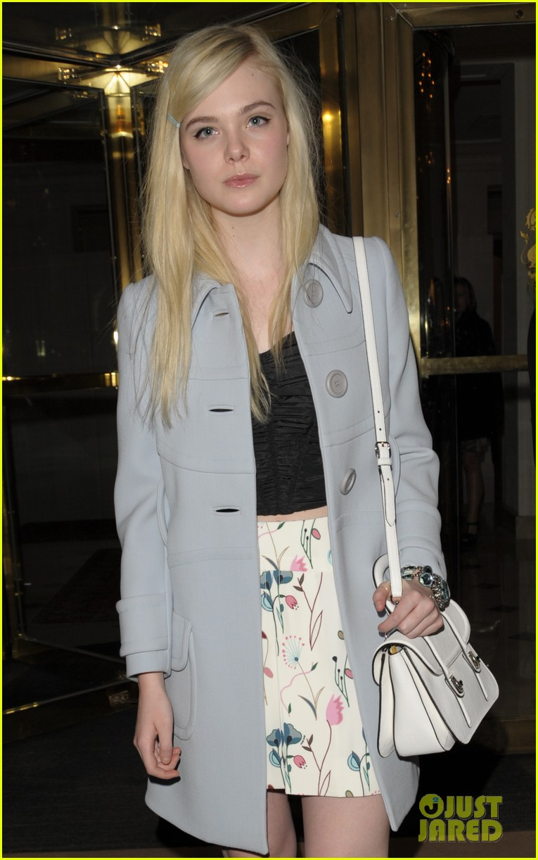 dakota elle fanning are chic sisters on separate continents 043067533