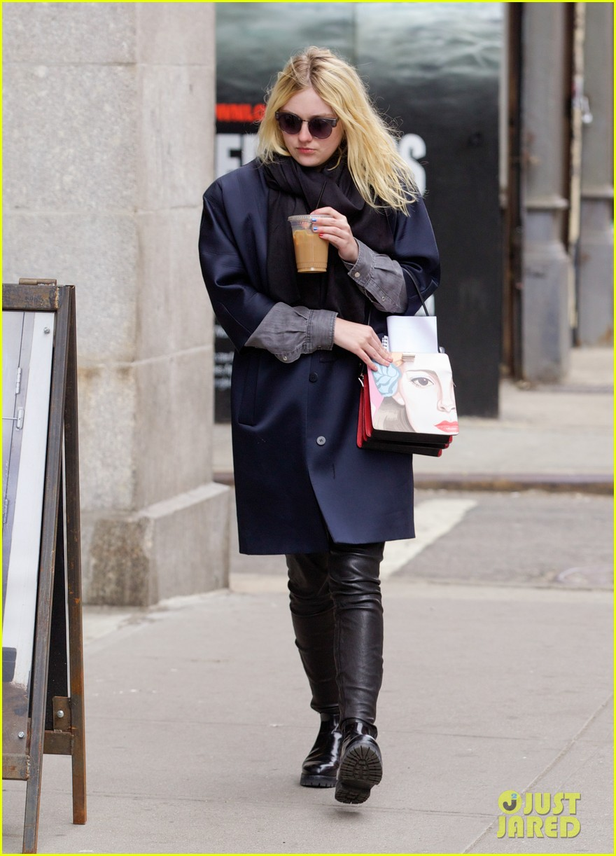 dakota fanning i love my stylist but hate trying on clothes 093074813