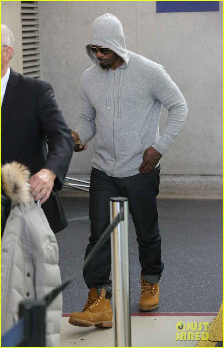 jamie foxx touches down at lax after foxwoods concert 09