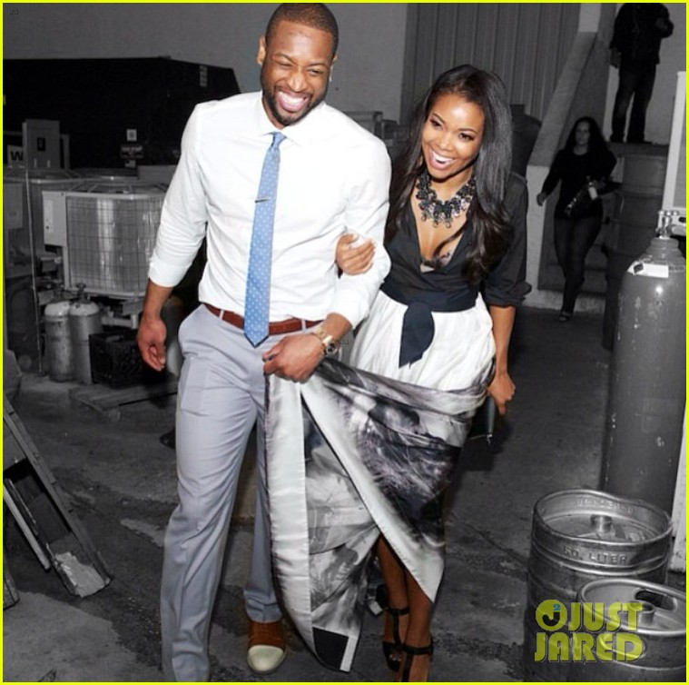dwyane wade helps hold gabrielle union gown event 04