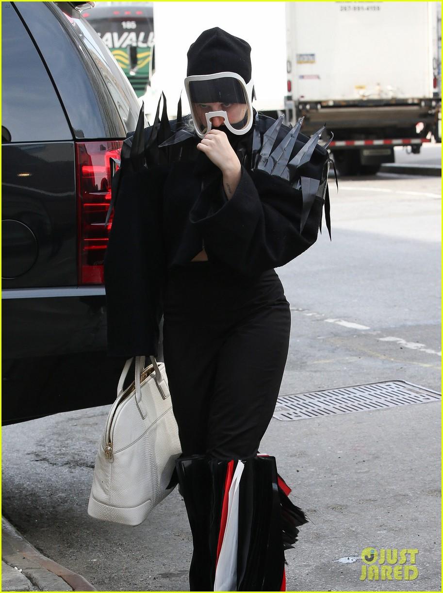 lady gaga futuristic outfit guy video 04