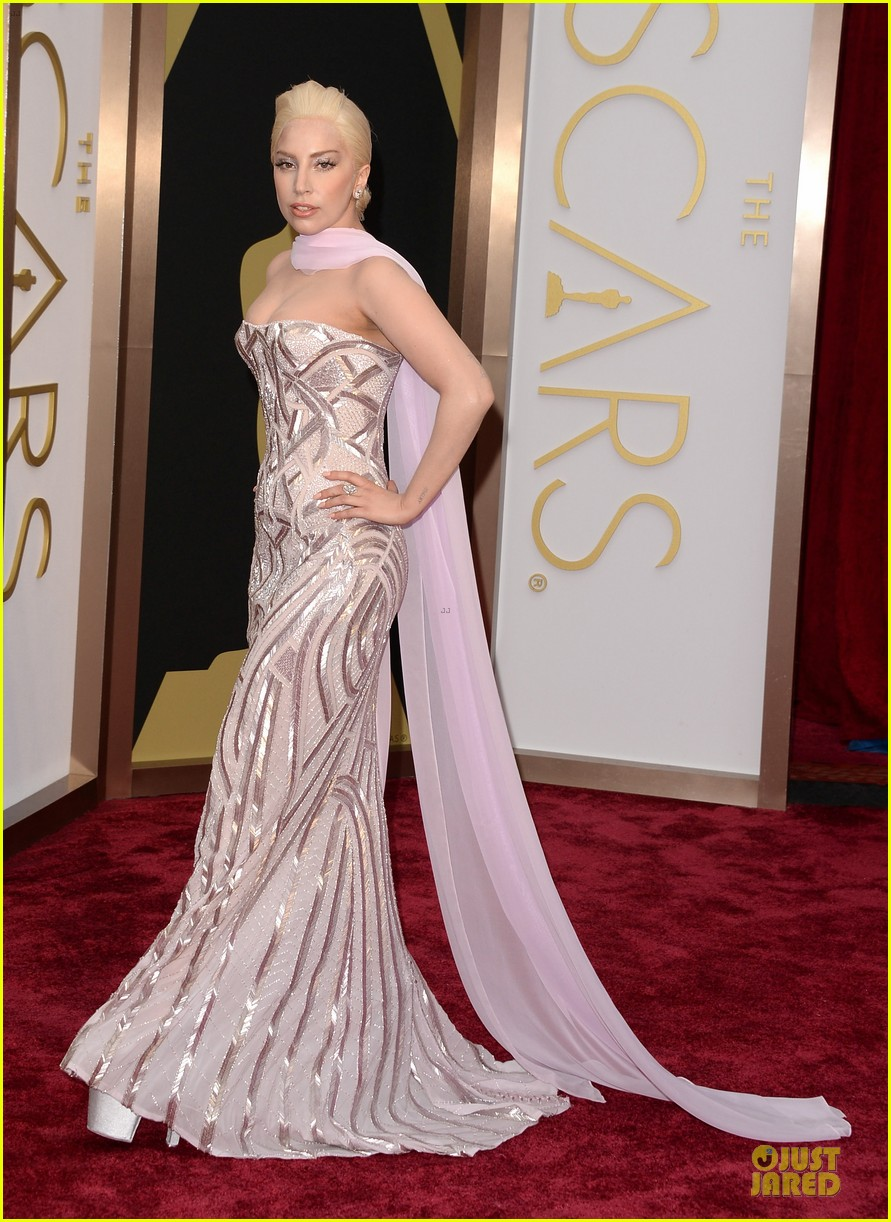 lady gaga metallic goddess on the oscars 2014 red carpet 05
